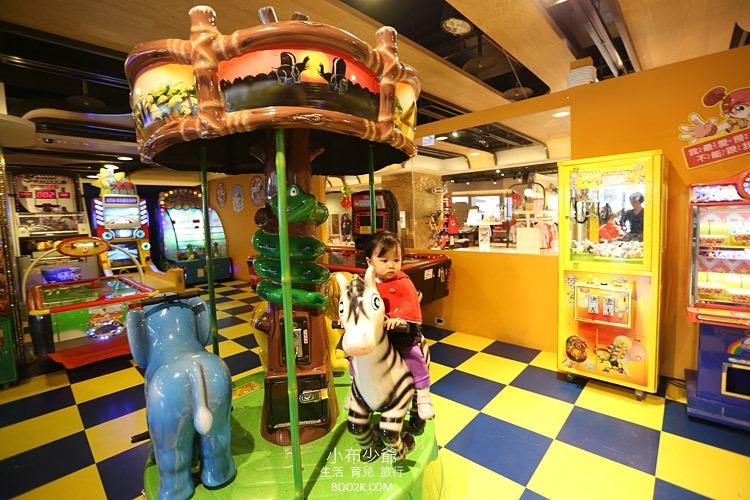 [台中親子餐廳]棒恰恰美式歡樂餐廳~旋轉木馬 小型遊樂場