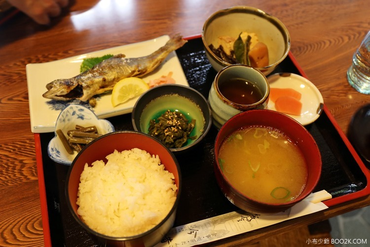 [岐阜白川]食事喫茶 今昔~飛騨牛の朴葉味噌和岩魚定食套餐