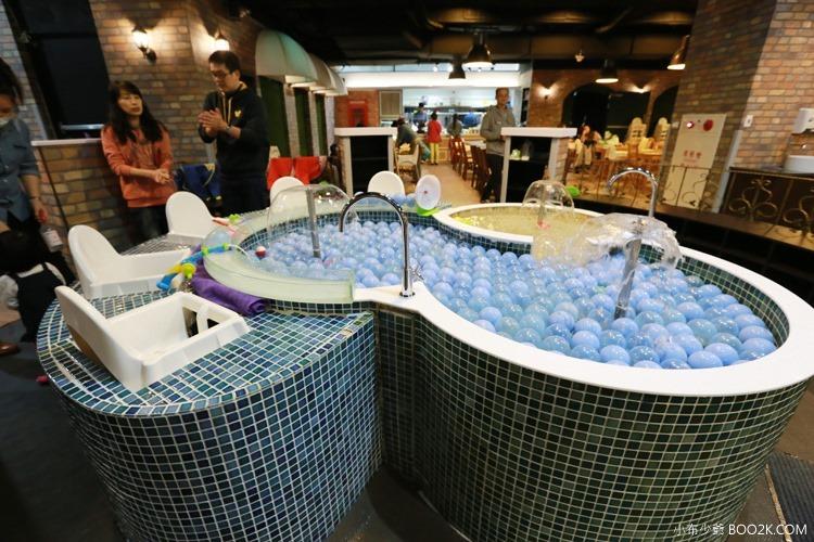 ▌台北親子餐廳 ▌大樹站Mr Tree Station~大樹先生二館,英倫風格的水池、球池、砂坑親子餐廳